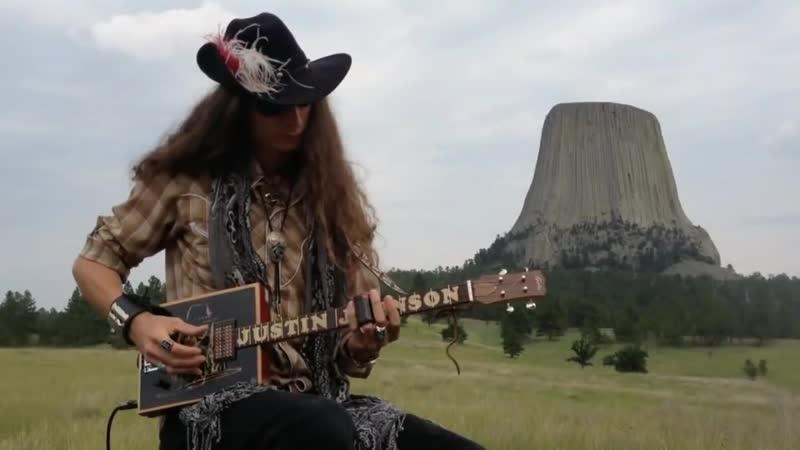 Гитарист-виртуоз Джастин Джонсон и его самые необычные гитары.