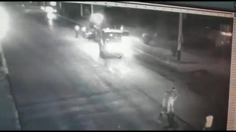 Лада Приора влетела в дорожный каток в Тамбове