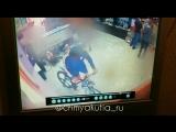 Кража велосипеда из магазина. Якутск. 19.08.18г