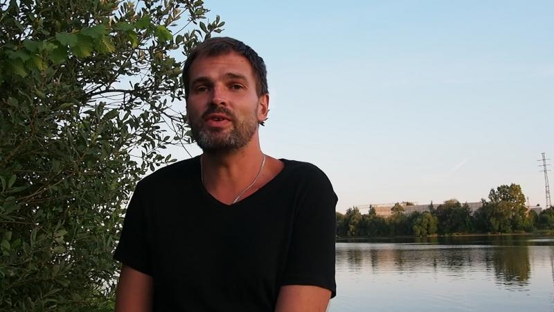 Кирилл Фролов читает стихотворение Паула Михни «Întâlnire cu mine» («Встреча с собой»)
