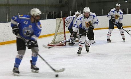 Александр Богомаз сыграл в хоккей в Трубчевске