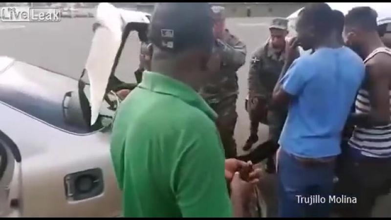 Пограничники выудили из легковушки 18 нелегалов