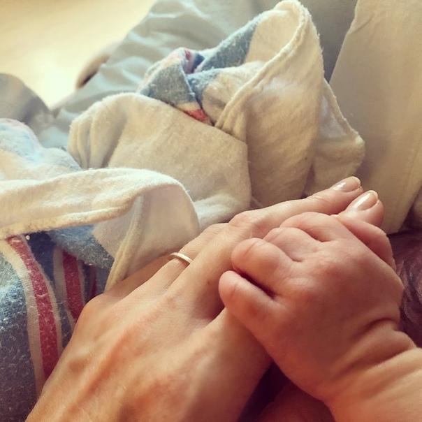 У звезд сериала «Гримм» Дэвида Джинтоли и Битси Таллок родилась дочка Радостная новость для всех фанатов Николаса и Джульетты из сериала «Гримм»: супруги Дэвид Джинтоли и Битси Таллок впервые
