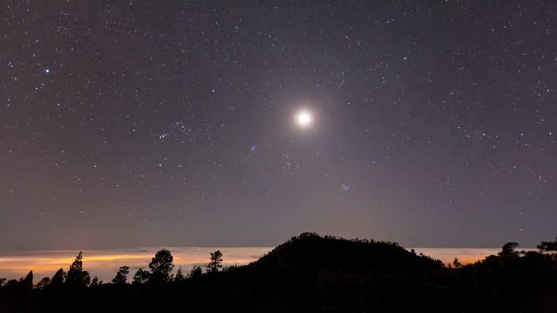 Потрясающе видео звездного неба и природы в ускоренной съемке