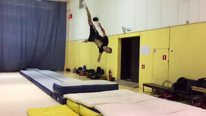 Vadim Izvekov - Acrobatic Flip Flop