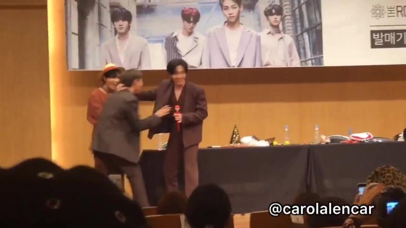 181013 The Rose Fansign - Jaehyeong dancing to Rain's Love Song Dojoon dancing to it too basically harassing Woosung random