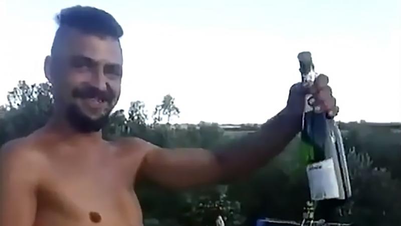Украинская пьянь, не выпуская бутылок из рук, залпами из миномёта по людям поздравляет своего командира с днём рождения