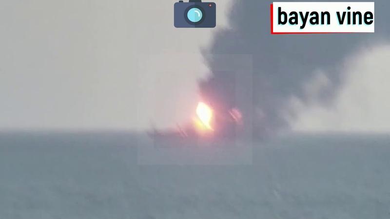 Два корабля полыхают в Чёрном море / Люди прыгают за борт.