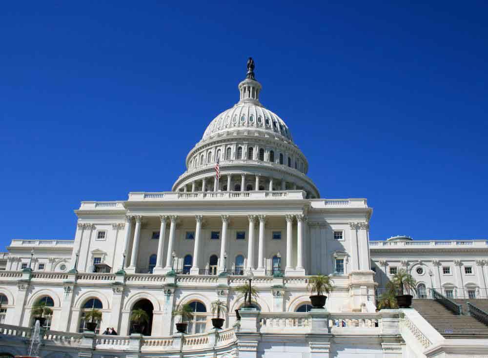 Закон о федеральных закупках основан на законодательстве, принятом Конгрессом в 1947 и 1949 годах.