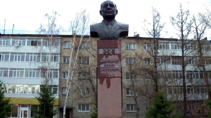 Усть Каменогорск памятник Славскому Набережная иртыша 2017 год
