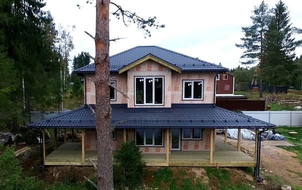 Закончен монтаж теплого контура дома #ультрасип_лемболово , построенного по проекту Оптимум https://ultrasip.ru/proektyi/proekt-optimum.html , это его восемнадцатая реализация 👍👌 Фотоотчет,часть 1:
