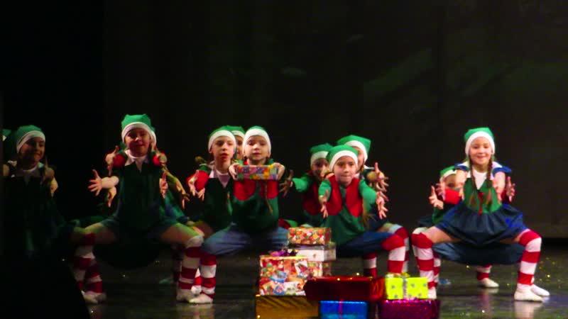 Новогодний карнавал 16 12 18 ЦК Урал Мир гномов Подготовительная группа 7 лет Брусники