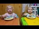Диана и Дарья кушают под песенку Буренка Даша Ням Ням Нямочки. Первый обед девочек на камеру.