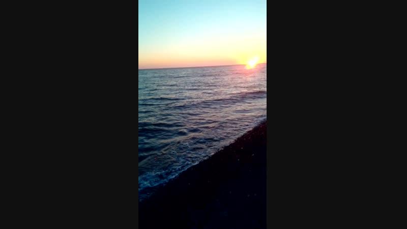 волны на море и закат=красиво