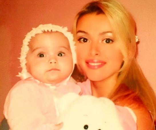 Алена Кравец продолжает скучать по дочери!