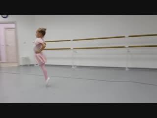 SLs Ульяна в школе танцев садится на шпагат! Открытый урок в школе балета