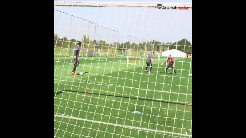@PetrCech - @Bernd_Leno - @EmiMartinezz1 - - Goalkeepers Union