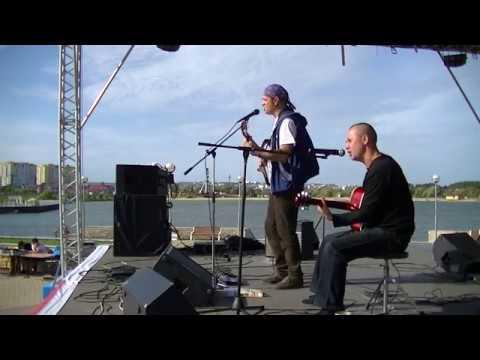 Штатный Ангел в городе-Спутник на сцене над водой (пара песен из программы)