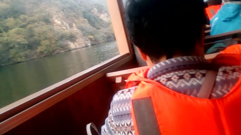 Прогулка на лодке около Великой Китайской Стены