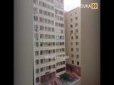 Хотел быть Человеком-пауком: в Казахстане мальчик едва не выпал из окна 10-ого этажа