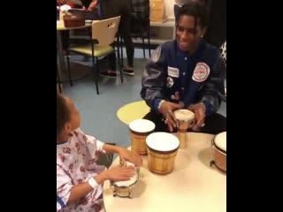 A$ap rocky посетил детский госпиталь