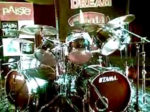 Dave Lombardo playing Psychopathy Red @ Canterburry RSL, Sydney 15/10/09
