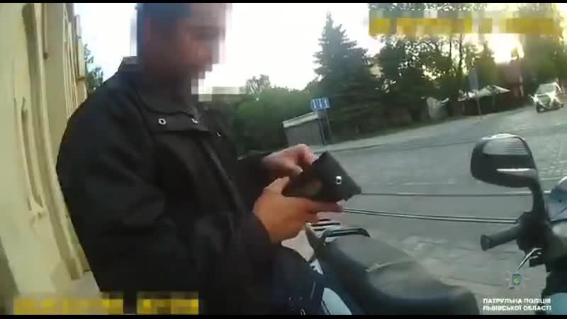 Беги, коп, беги: Во Львове полицейский на попутке преследовал преступника