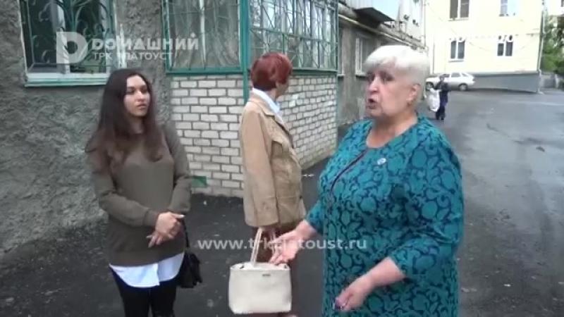 Замуровали выходы из подъездов на Аносова, 174