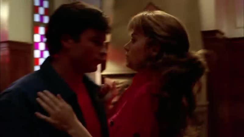 Кларк пристает к Лоис. Отрывок из сериала Тайны Смолвиля (Smallville)
