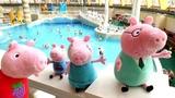 Свинка Пеппа и Джордж пришли в аквапарк. Видео с игрушками в бассейне. Мультики для детей