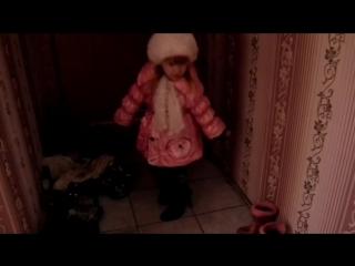 АНЖЕЛИКА ТРЕТЬЯКОВА 3 годика. мамина обувь всегда красивее,потомучто там КАБЛУКИ