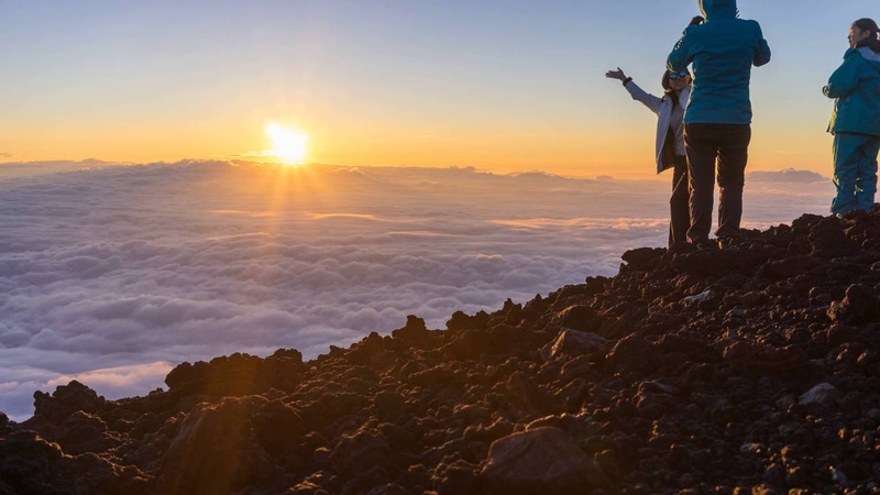 富士山頂で日の出の低速度撮影 - Sunrise at the Summit of Mount Fuji Time-lapse