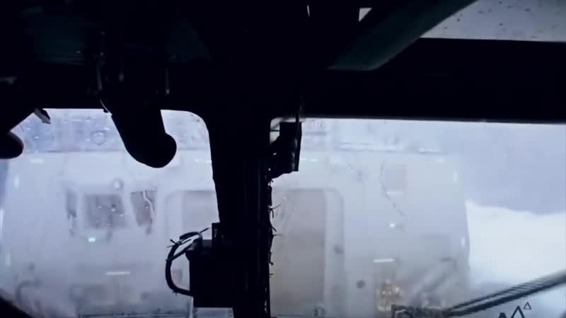 Вот что бывает когда корабли попадают в сильный шторм!.mp4