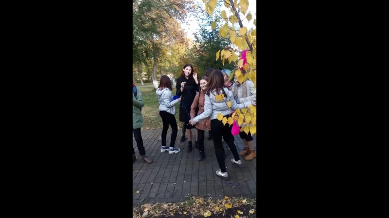 Танец «Вяжем, распускаем»
