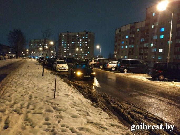 Девочка выбежала на проезжую часть по ул. Вульковской и попала под колёса «Рено Меган»