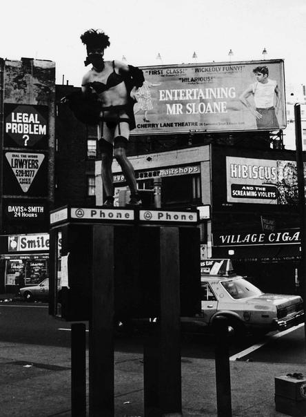 Эти безумные восьмидесятые — психи и фрики Нью-Йорка Для некоторых людей жизнь в городе — сплошная нервотрепка, а уж жизнь в таком городе контрастов как Нью-Йорк — вообще целое испытание,