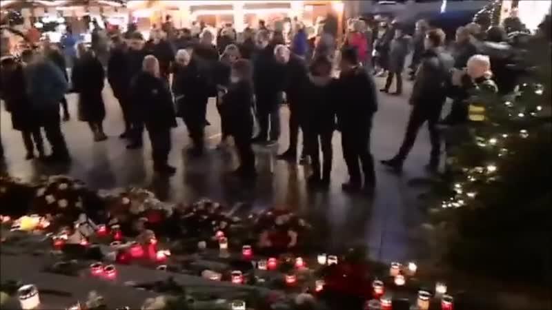 Heute am Breidscheitplatz in Berlin , Gedenken der Opfer des Terrors