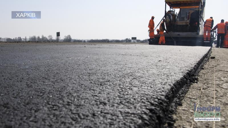 Вихідних у підрядників немає ремонт доріг на Харківщині продовжується