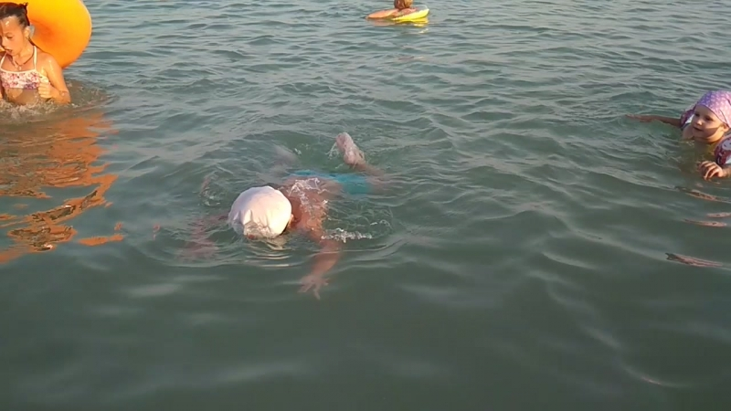 Ихтиандрик делает первые успехи в подводном плавании 😜