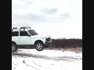 Нива умеет летать