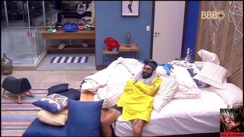 G Ó a foto do Diego que engraçado - W Sim - G Eu acho que a minha ele vão colocar uma que eu tô no chão - W Ah cê fez uma sentad