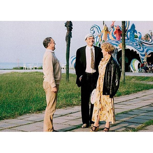 Где снимали курортные сцены фильма Любовь и голуби Ваша любимая цитата из фильма .Спасибо за и подписку.Создатели фильма Любовь и голуби рассказывают, что курортные сцены снимались в Батуми