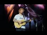 Тур Эд Ширан исполняет песню Hearts Don't Break Around Here на стадионе Gillette Stadium, Фоксборо, США 15 сентября 2018