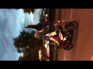 SLs Шпагат и почти шпагат на мотоцикле