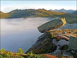 ВИСЯЧИЙ КАМЕНЬ, ЕРГАКИ Ерга́ки природный парк краевого значения, расположенный на юге Красноярского края. Как особо охраняемая природная территория природный парк был организован 4 апреля 2005