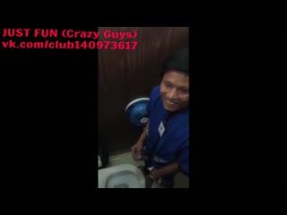 Wanker in toilet peru член хуй cock penis дроч wank jerk caught spy public