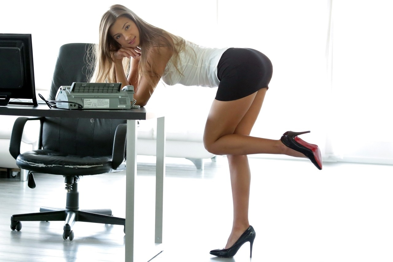 Женщины рачком на работе 8