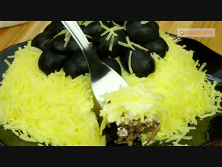 Вкусный салат Жемчужины на снегу перекочует на все праздничные столы вашей родни.TV