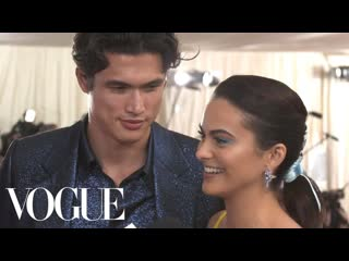 Camila mendes and charles melton on their first met gala | met gala 2019 with liza koshy | vogue [rus sub]