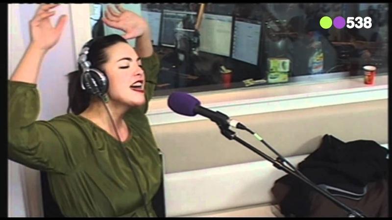 Radio 538: Caro Emerald - Stuck (Live bij Evers Staat Op)